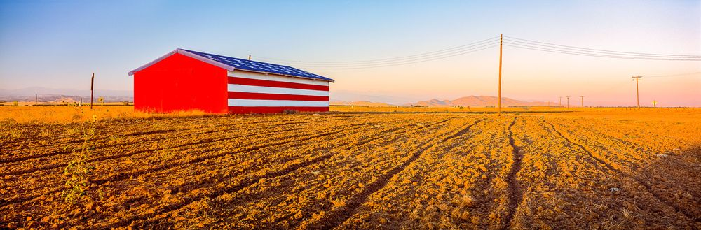 american_flag_barn_fresno_california.jpg