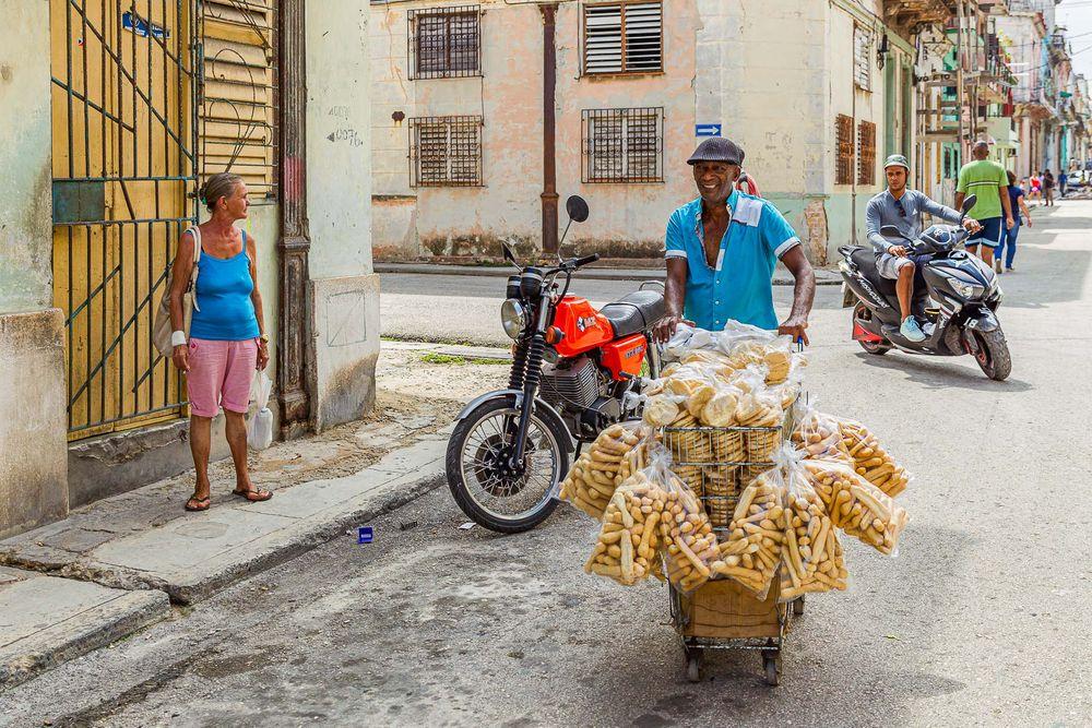 cuba_street_corner_bread_transporter.jpg