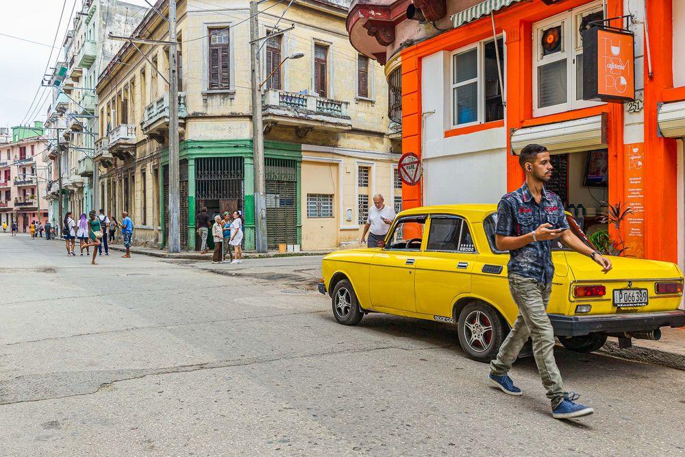 cuba_street_yellow_moskvich.jpg