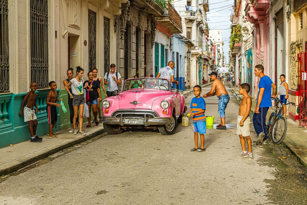 cuba_street_pink_oldsmobile_scene.jpg