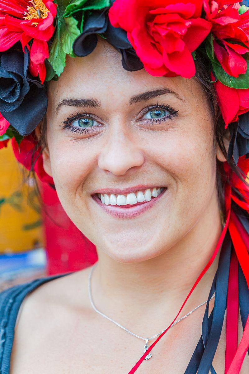 smiling_flower_woman.jpg