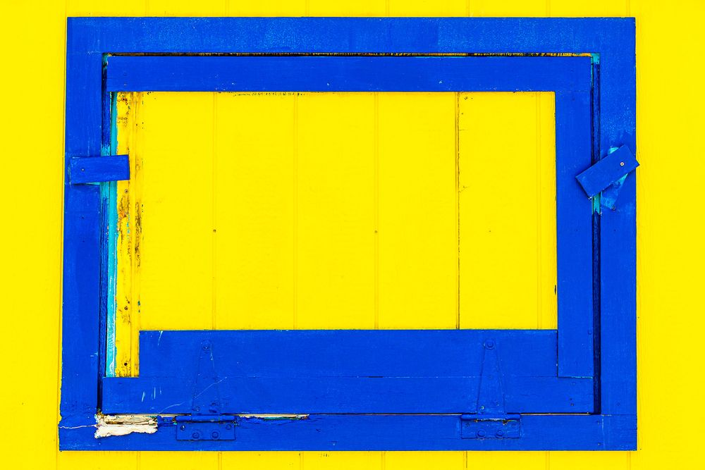 blue_window_yellow_wall.jpg
