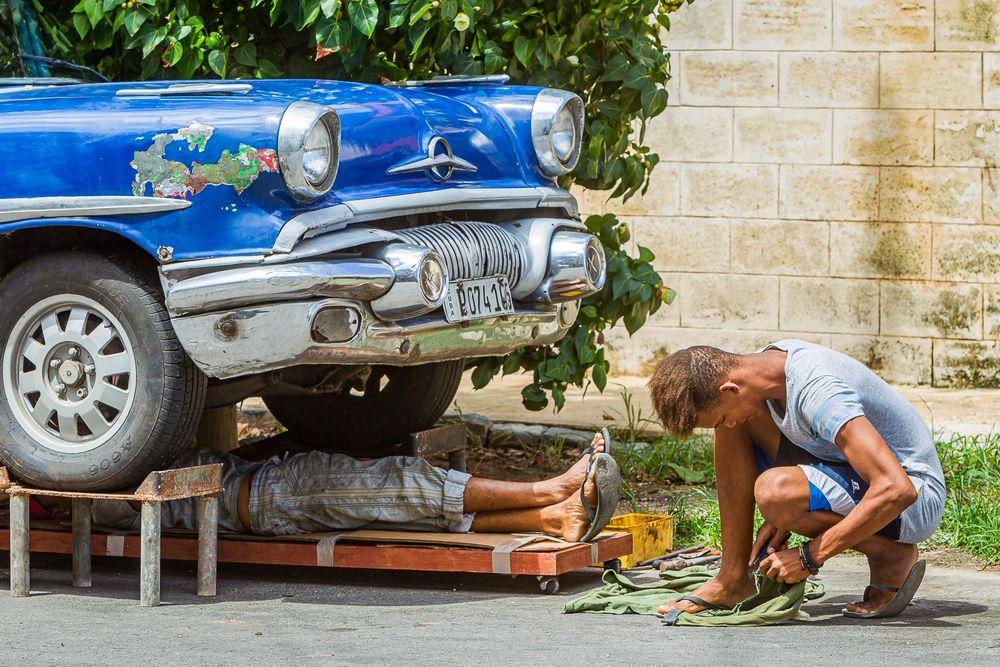 cuba_street_car_repair.jpg