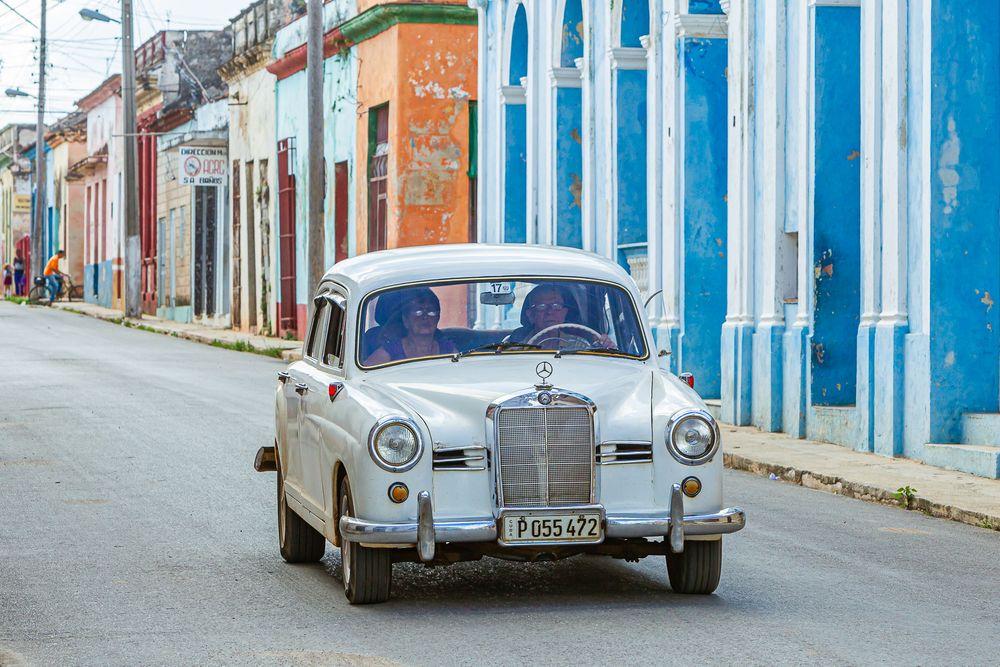 cuba_street_old_mercedes.jpg
