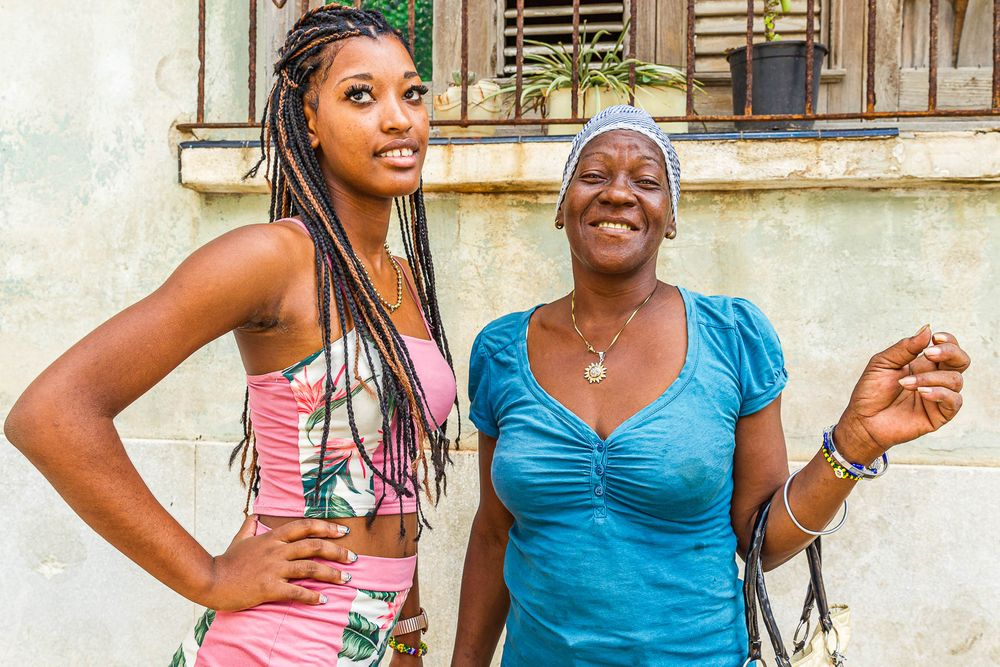 cuba_two_beautiful_women.jpg