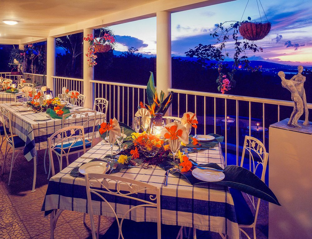 hotel mockingbird hill balcony dinning.jpg