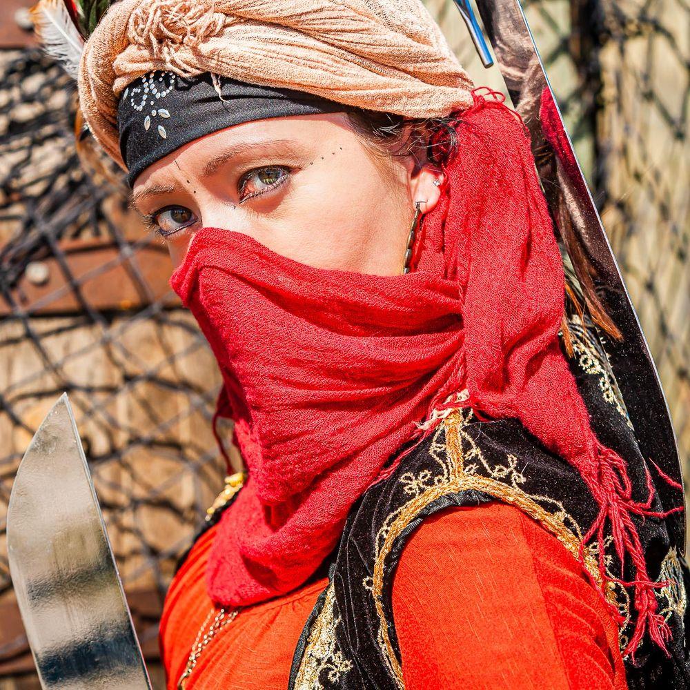 red_cloak_pirate_woman.jpg