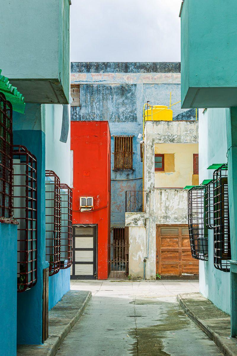 cuba_street_modrian_painting.jpg