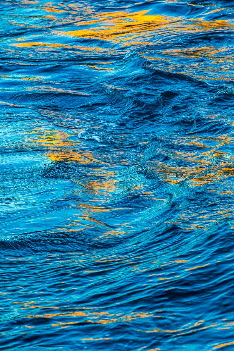 blue_water_yellow_light.jpg