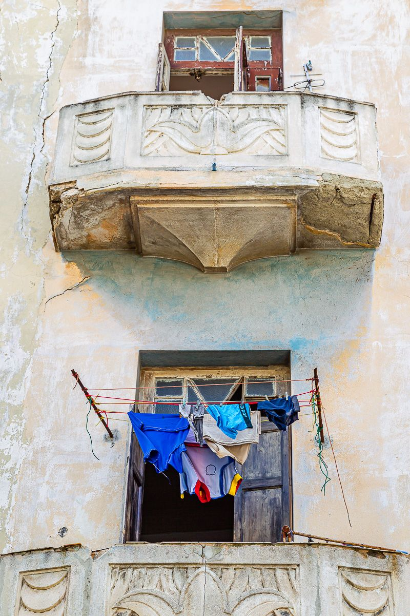 cuba_laundry_on_balcony.jpg