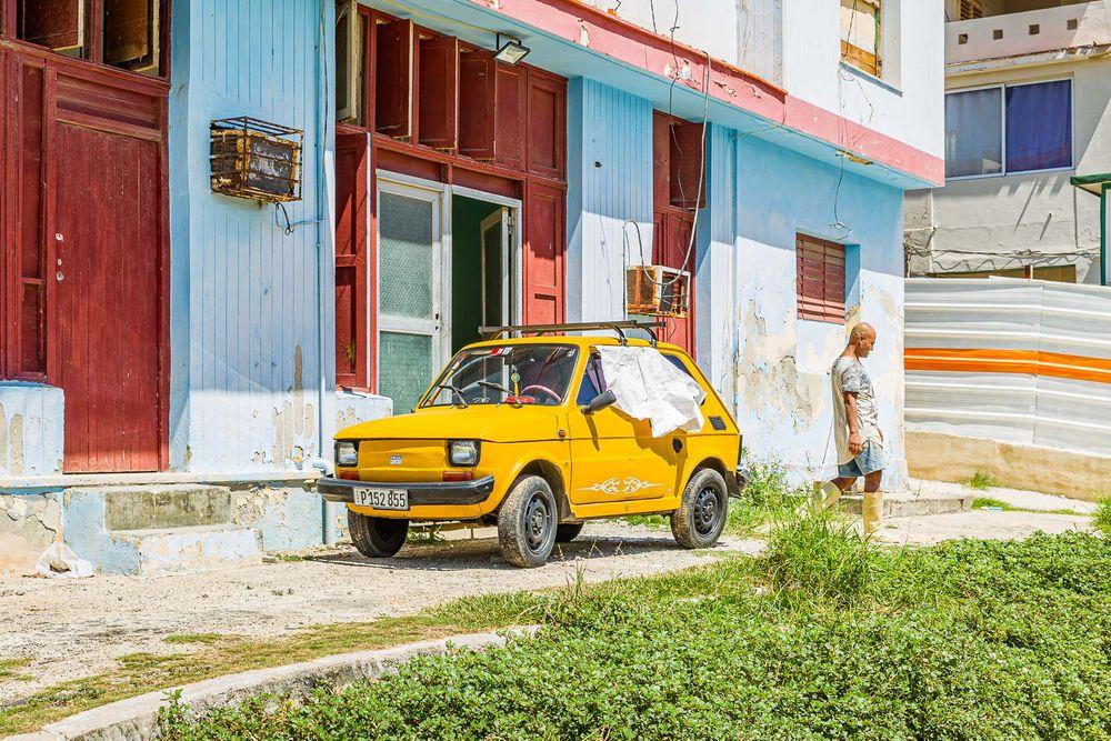 cuba_yellow_car.jpg