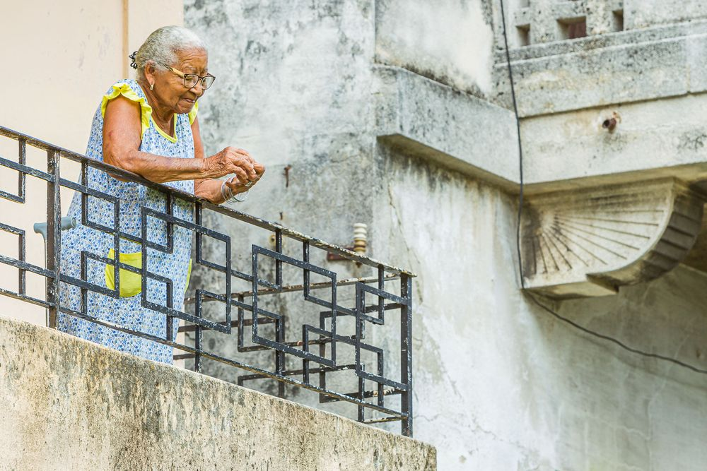cuba_elderly_woman_balcony.jpg