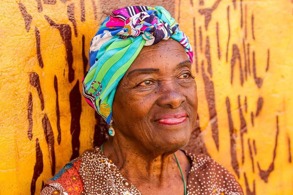 cuba_woman_with_head_wrap.jpg