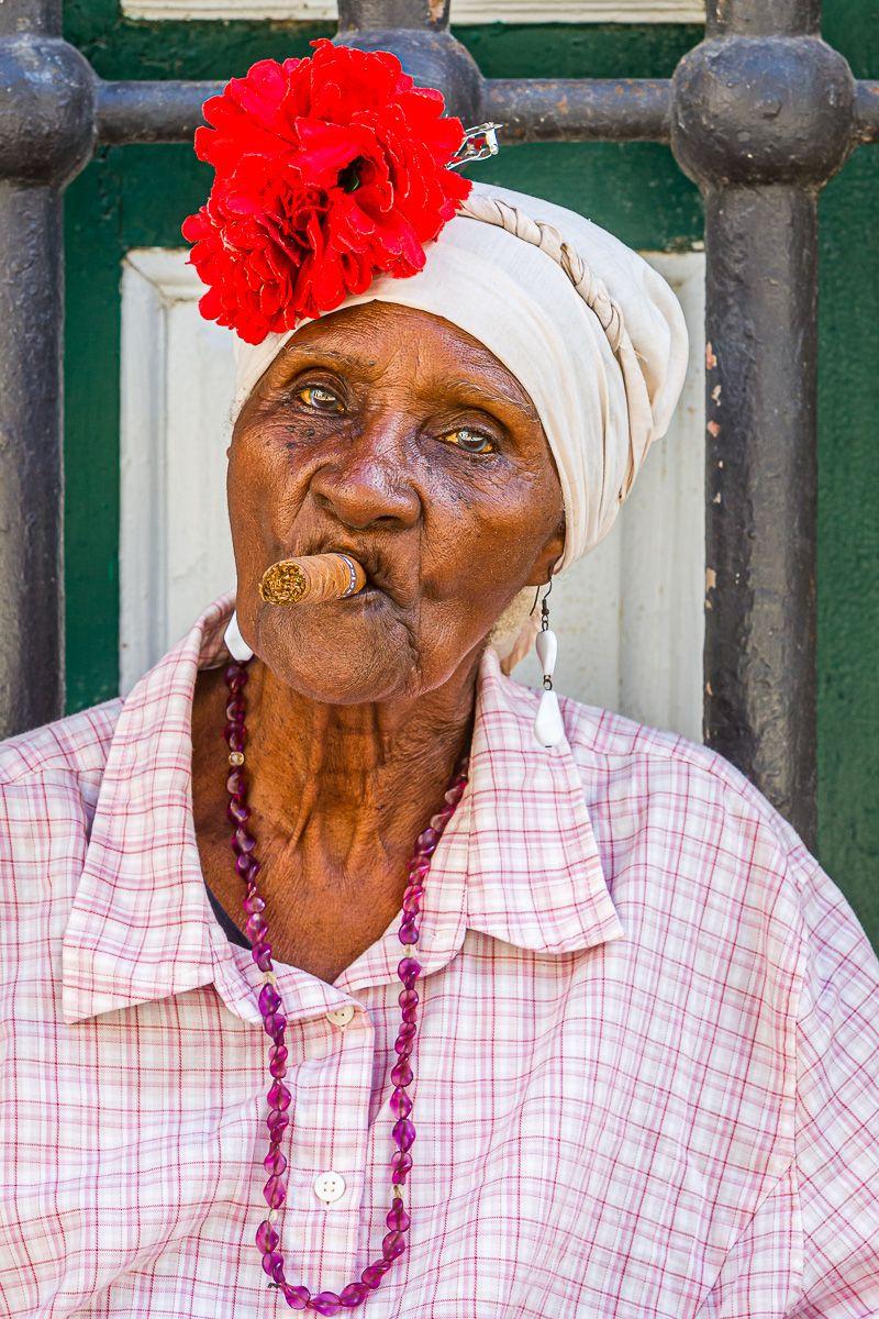 cuba_cigar_lady.jpg