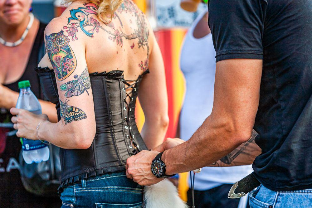 tightening_corset_tail.jpg