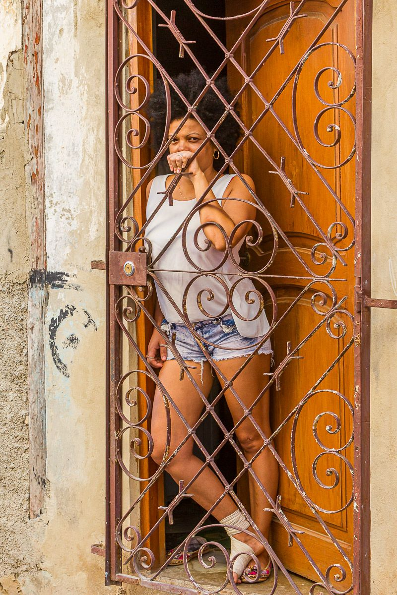 cuba_woman_in_doorway.jpg