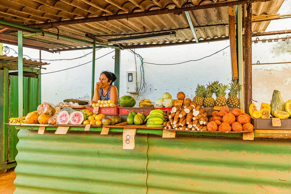 cuba_woman_fruit_vendor.jpg