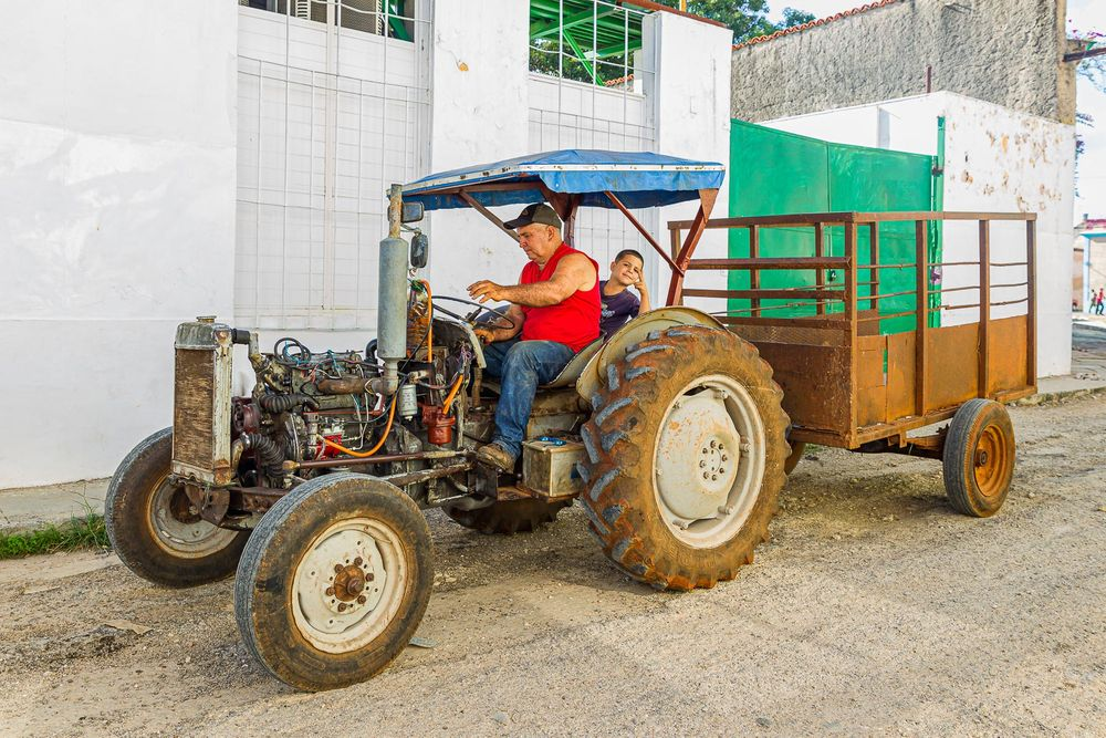 cuba_street_tractor_man.jpg