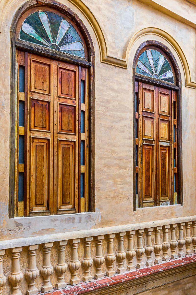 cuba_two_wooden_doors.jpg