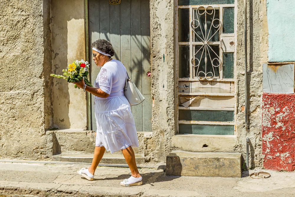cuba_woman_heading_to_procession.jpg