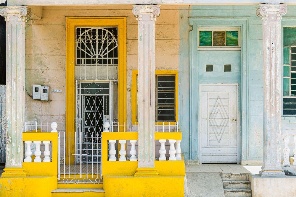 cuba_yellow_aqua_facade.jpg