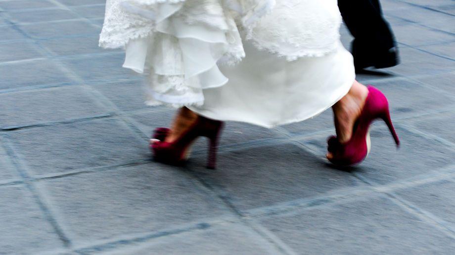 bride in fuschia shoes