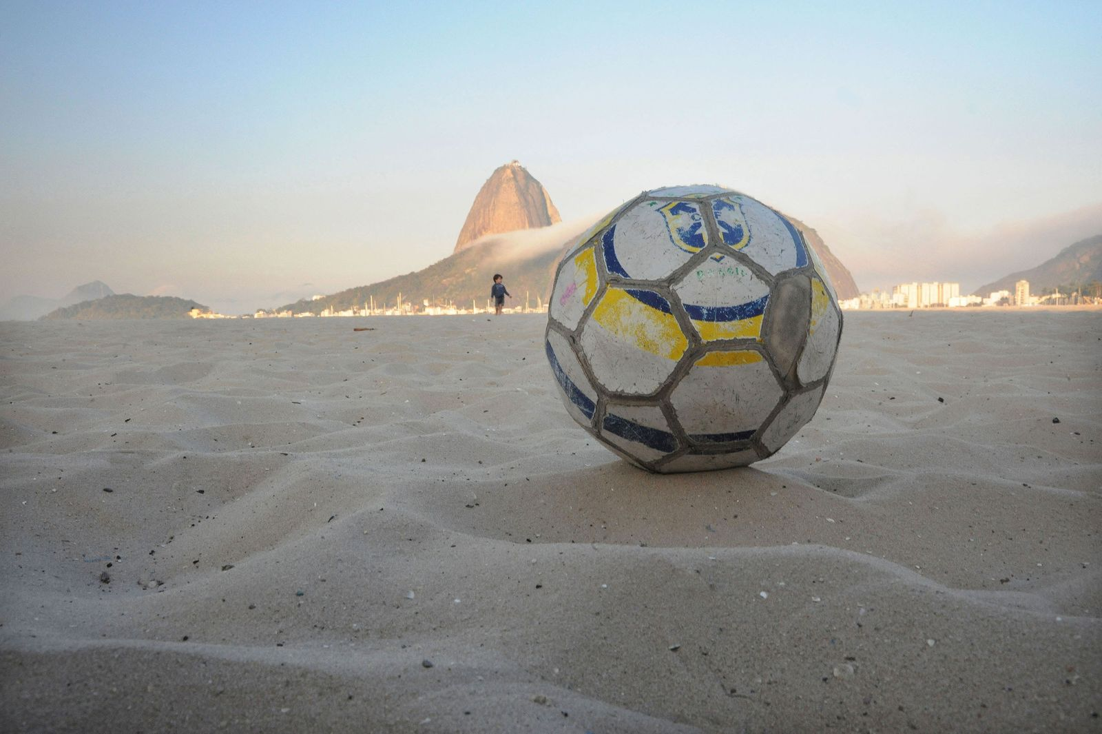 01 Beach Soccer of Rio by Andre Cypriano.jpg
