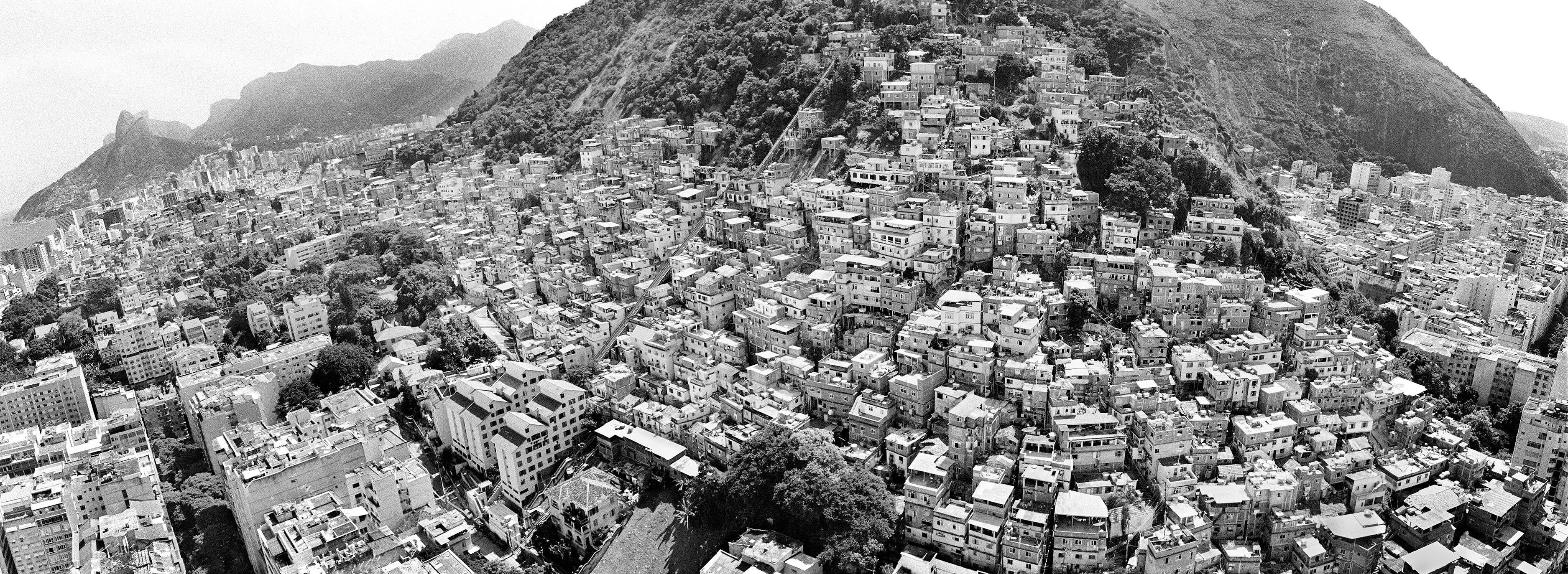 002 - Favelas do Rio by Andre Cypriano.jpg