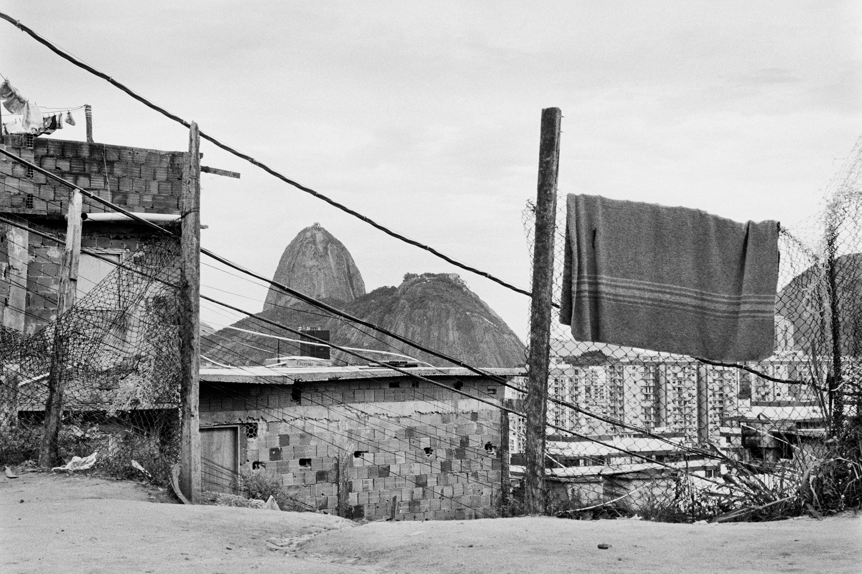 048 - Favelas do Rio by Andre Cypriano.jpg