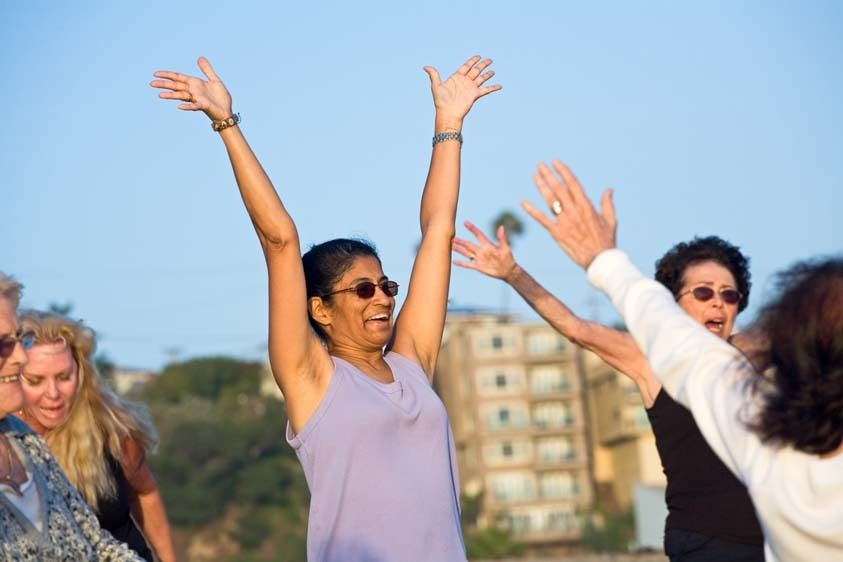 SR0003_Senior Indian woman and women throw arms up in exercise