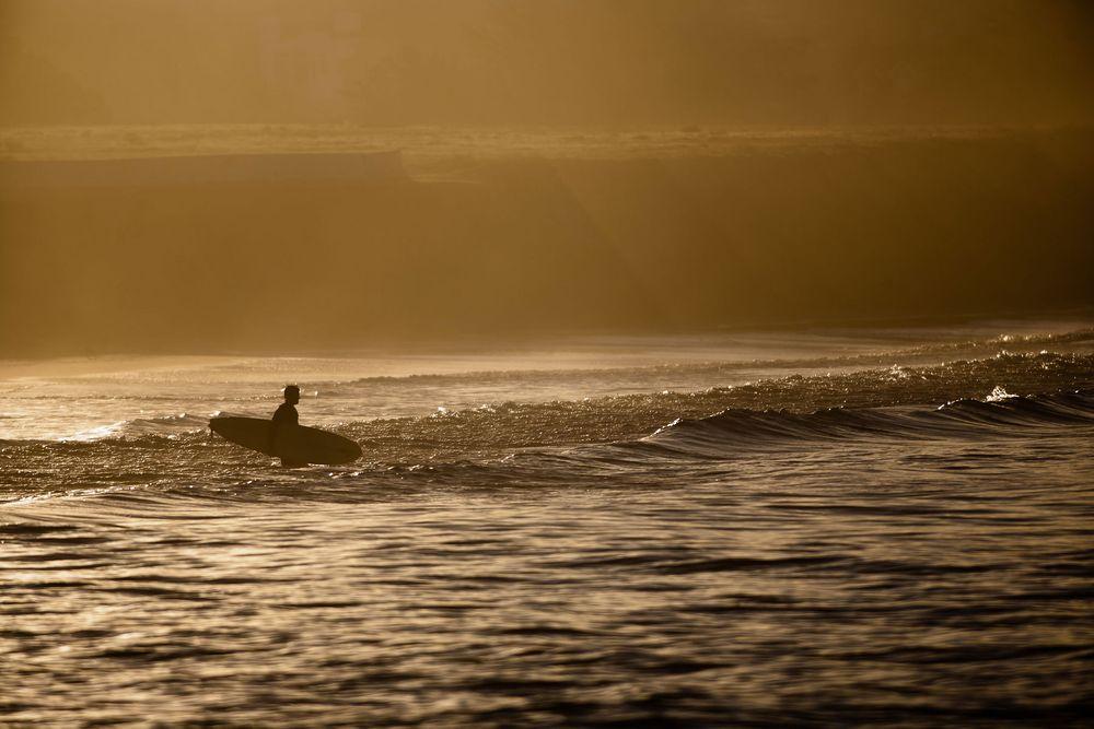 1chrisjohnsonpictures_surfer_sunrise.jpg