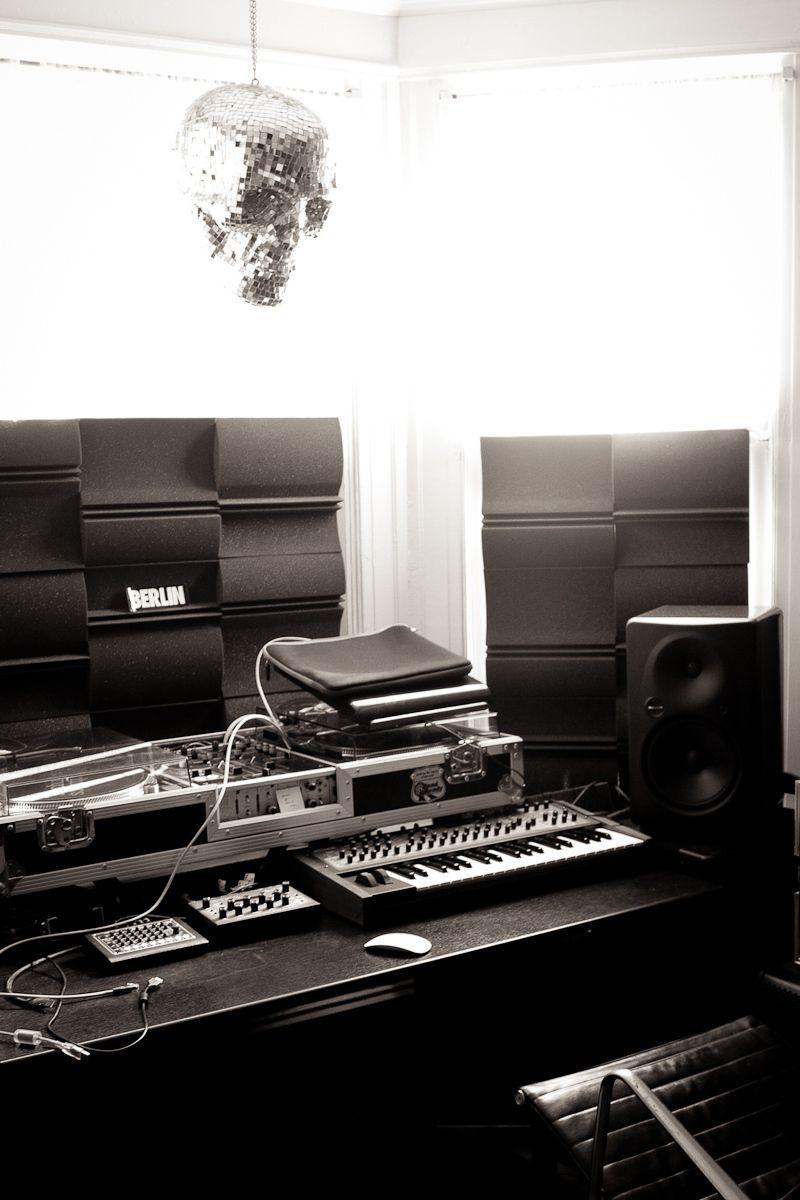 1dj_nisus_studio.jpg