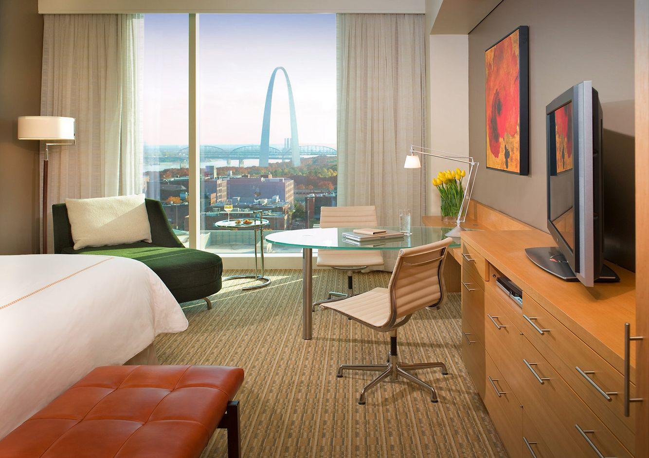 John-Sutton-Photography-Four Seasons Hotel St Louis Guestroom