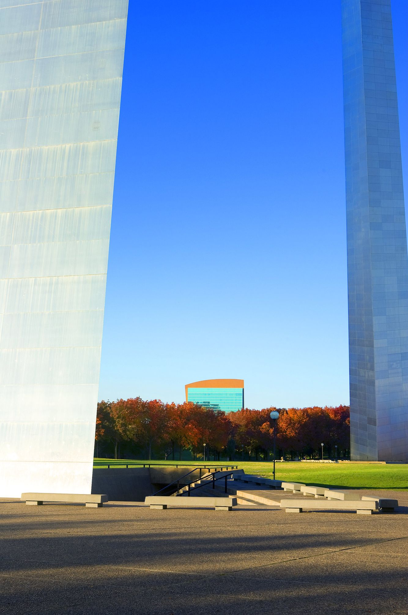 The Four Seasons Hotel and The Gateway Arch in St Louis