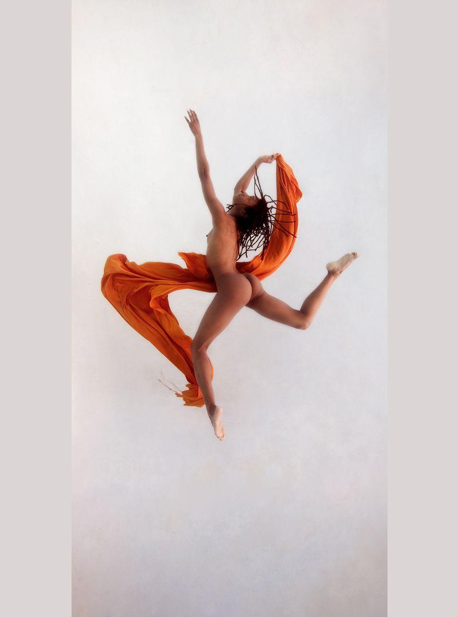 1underwater_commercial_orange_vertical_2