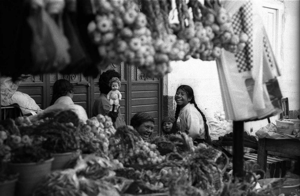 1r54_10__doll_at_market.jpg