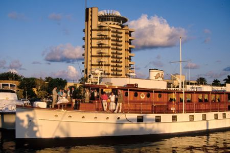 Pier 66 - flat top boat