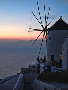 Santorini-windmill-bar