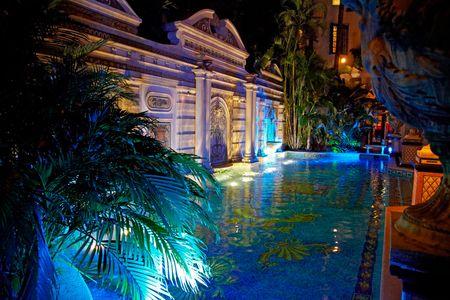 Versace-Mansion-pool