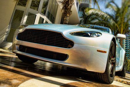 Aston-Martin-Vantage2