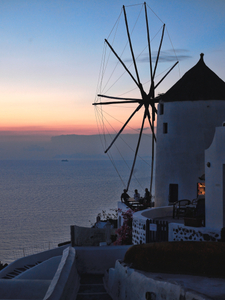Santorini-windmill-bar