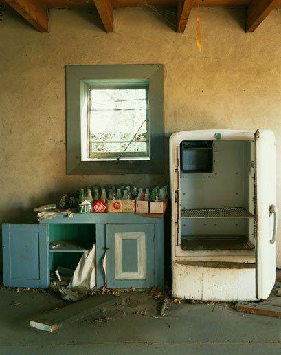 042610131925_1Santa_Fe_Old_Abandonned_Building_Fridg_Coca_Cola_11192009_0001.jpg