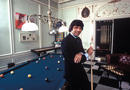 1Joe_at_Pool_Table_1972_small__Harry_Benson