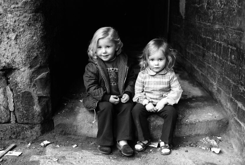 1littlegirlssitting1972