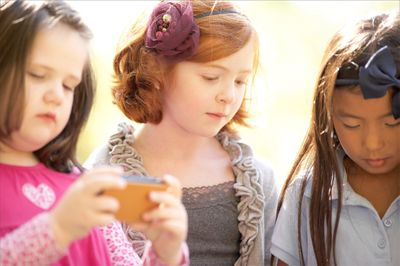 3-girls-with-iphone-working-new-LB.jpg