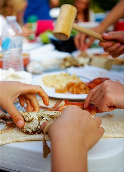 hands-pulling-crab-apart-1.jpg