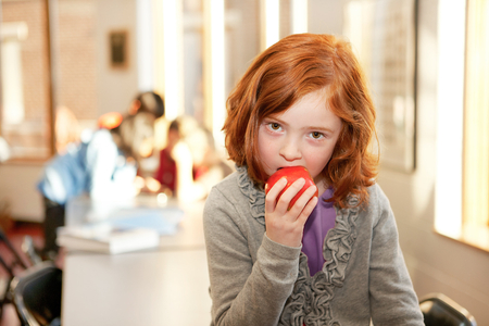 1girl_with_apple_copy