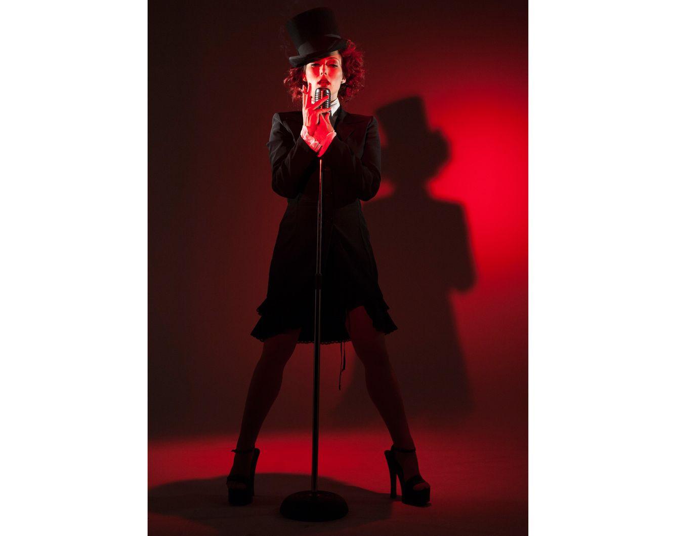 red singer.jpg
