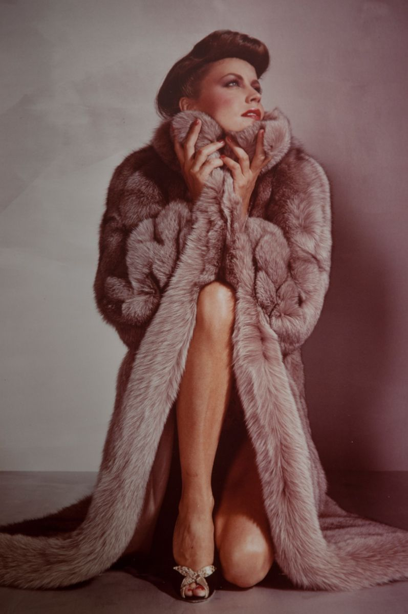 1woman_in_fur_18.jpg
