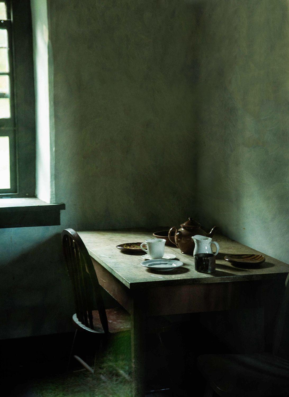 desk in window light green-1637-BrWav-cr.jpg